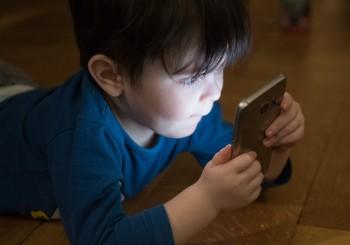 Foto dei figli sui social: si può davvero fare?