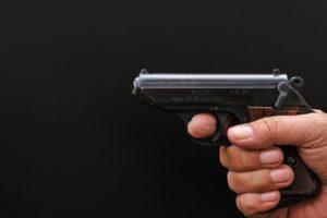Porto d'armi sportivo: reato utilizzarlo per altri scopi