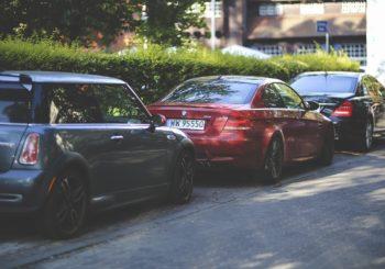 Commette violenza privata chi parcheggia l'auto senza far passare gli altri condomini