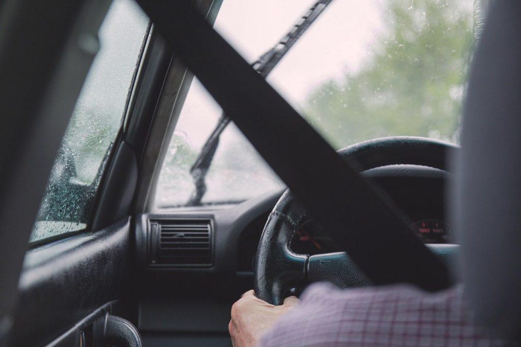 E' tentata violenza privata impedire all'auto di partire