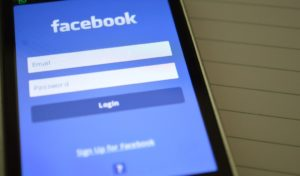 """Insulti su Facebook: con un """"Ma vaffa.."""" rischi di pagare 2mila euro"""