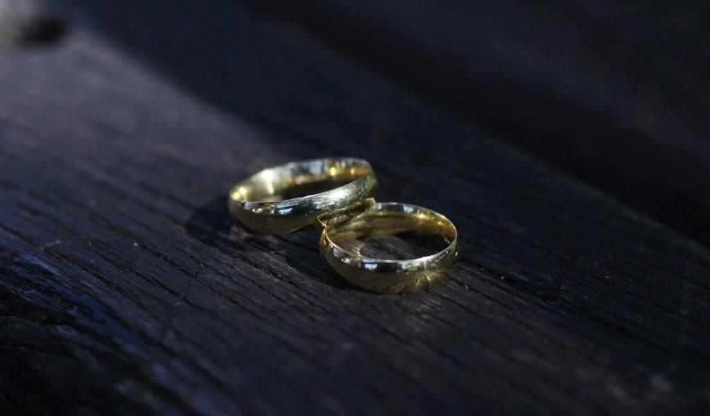 Accusare ingiustamente la moglie di tradimento è calunnia e diffamazione