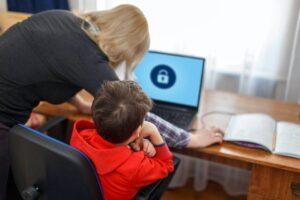 controllo genitori minori online