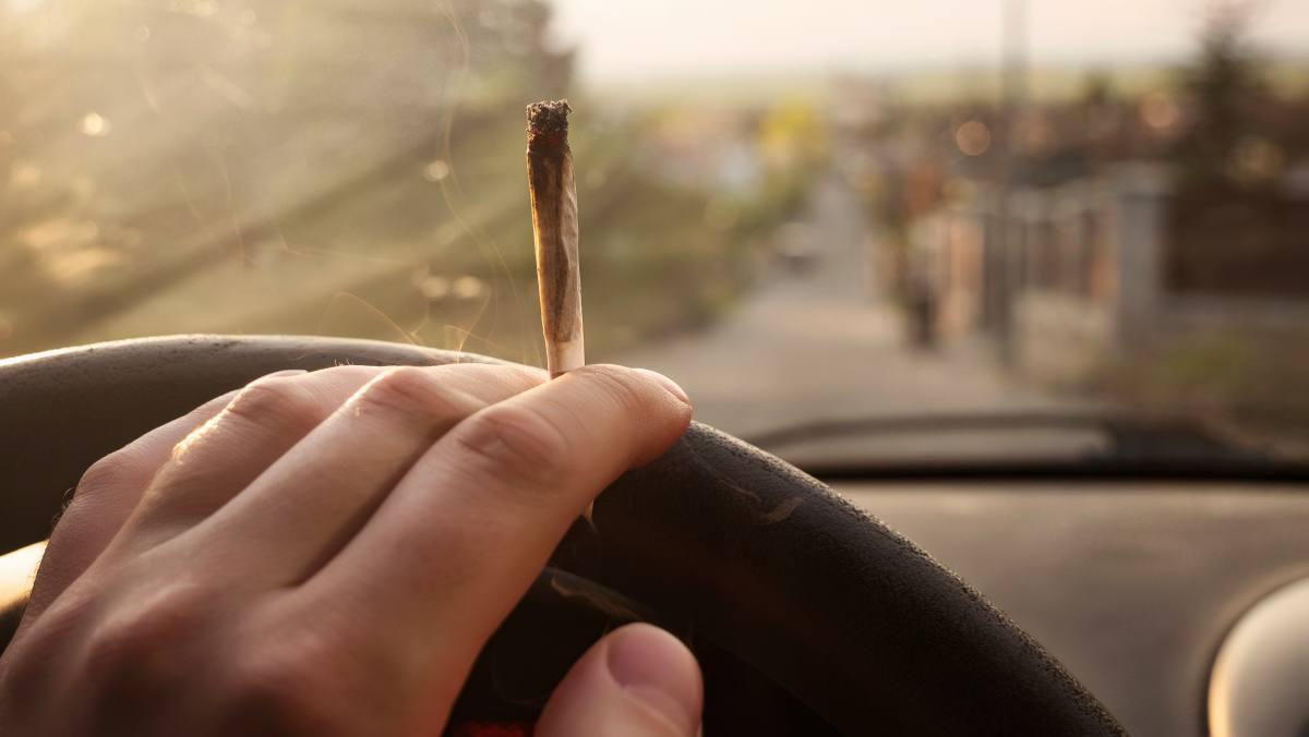 guidare dopo aver fumato una cannna